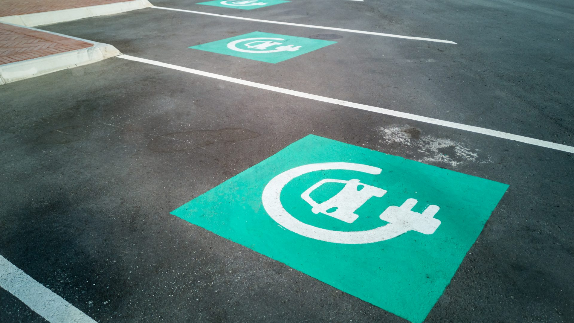 logos interview with Christopher Burghardt – Managing Director Europe at Chargepoint about batteries